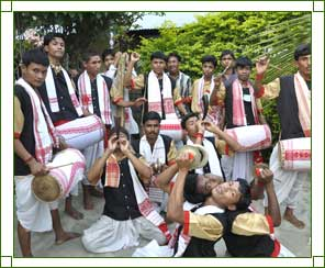 Bihu Dance - Bihu Dance of Assam, Bihu Dance Assam India